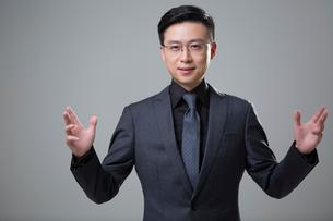Portrait of mid adult businessmanの写真素材 [FYI02877073]