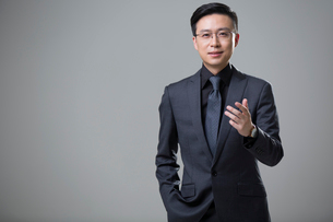 Portrait of mid adult businessmanの写真素材 [FYI02877210]