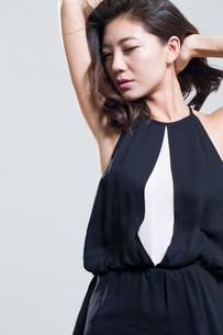 Fashionable young womanの写真素材 [FYI02877619]