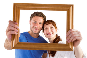 Couple holding frame ahead of themの写真素材 [FYI02877901]
