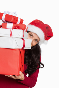 Woman holding many christmas presentsの写真素材 [FYI02877926]