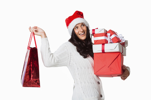Smiling woman with christmas presentsの写真素材 [FYI02880445]