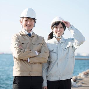 微笑む作業員の写真素材 [FYI02891456]