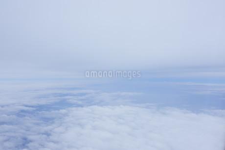 眼下に広がる雲の写真素材 [FYI02893815]