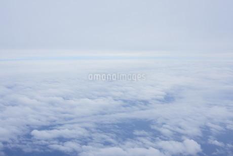 眼下に広がる雲の写真素材 [FYI02893818]