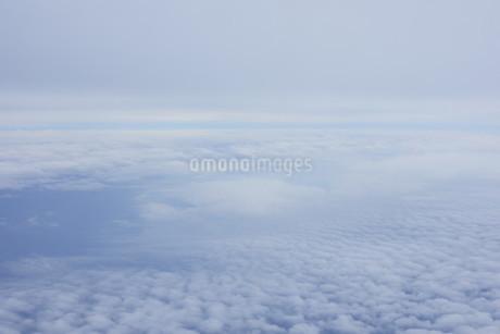 眼下に広がる雲の写真素材 [FYI02893819]