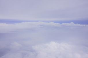 眼下に広がる雲の写真素材 [FYI02893824]
