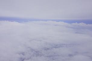 眼下に広がる雲の写真素材 [FYI02893826]