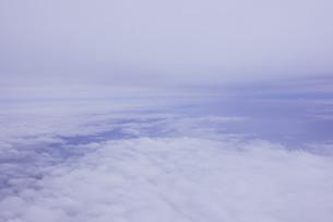 眼下に広がる雲の写真素材 [FYI02893827]