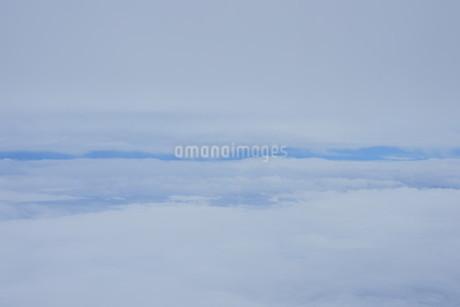 眼下に広がる雲の写真素材 [FYI02893830]