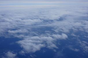 眼下に広がる雲の写真素材 [FYI02893834]
