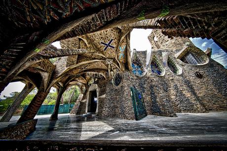 世界遺産 コロニア・グエル教会 スペイン ガウディ建築の写真素材 [FYI02896057]