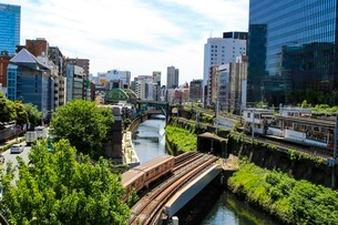 神田川と丸ノ内線の写真素材 [FYI02902375]