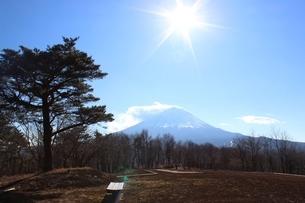 下界は穏やか、山頂は風強しの写真素材 [FYI02902377]