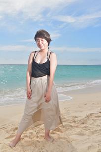 宮古島/ビーチでポートレート撮影の写真素材 [FYI02904423]