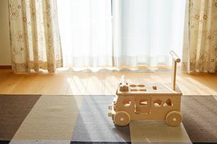 木の車のおもちゃの写真素材 [FYI02910687]