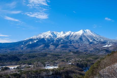 御岳山の冠雪 久藏峠からの眺めの写真素材 [FYI02910714]