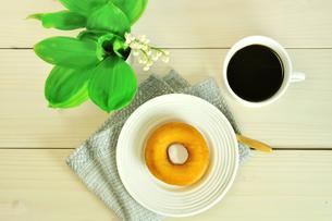 ドーナツとコーヒーの写真素材 [FYI02910783]