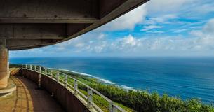 沖縄久米島、比屋定バンタ展望台からの絶景の写真素材 [FYI02910786]