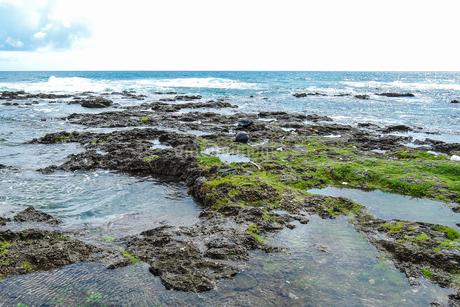 天然の水族館「熱帯魚の家」/久米島(沖縄県)の観光名所や絶景ポイントの写真素材 [FYI02910818]
