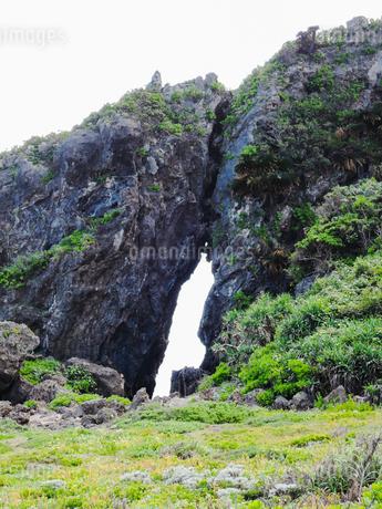 久米島のパワースポット「ミーフガー」/久米島(沖縄県)の観光名所や絶景ポイントの写真素材 [FYI02910824]