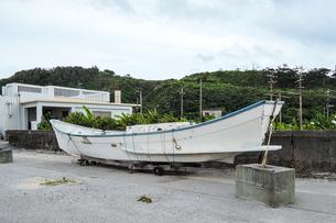 今に伝わるサバニ船 久米島(沖縄県)の観光名所や絶景ポイントの写真素材 [FYI02910856]