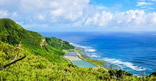 沖縄久米島、比屋定バンタ(崖)からの絶景の写真素材 [FYI02910866]