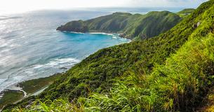 沖縄久米島、比屋定バンタ(崖)展望台からの絶景の写真素材 [FYI02910870]
