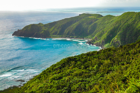 沖縄久米島、比屋定バンタ(崖)展望台からの絶景の写真素材 [FYI02910871]