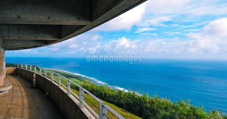 沖縄久米島、比屋定バンタ展望台からの絶景の写真素材 [FYI02910872]