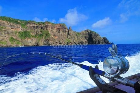 ボニンブルーの海で釣りしてきましたの写真素材 [FYI02915117]