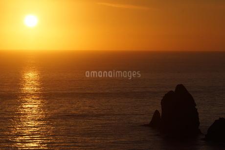 母島の夕焼けの写真素材 [FYI02917333]