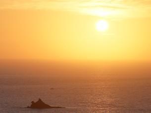 母島の夕焼けの写真素材 [FYI02917336]
