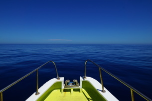 空と海の色が同じになる~母島の写真素材 [FYI02917391]