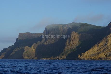 妹島の南側の断崖の写真素材 [FYI02917396]
