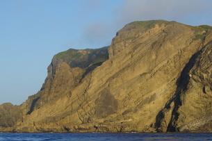 妹島の南側の断崖の写真素材 [FYI02917397]