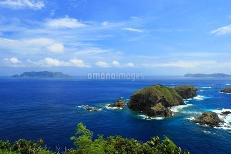 母島の小富士から見る鰹鳥島の写真素材 [FYI02917418]