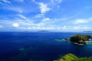 母島の小富士から見る鰹鳥島の写真素材 [FYI02917419]
