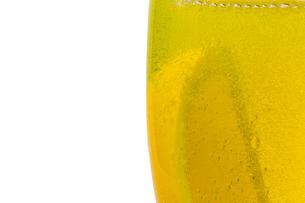 グラスの中のレモンの写真素材 [FYI02917592]