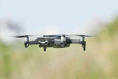 空中の小型ドローンの写真素材 [FYI02919982]