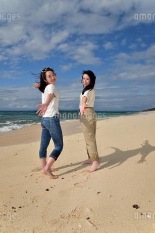 宮古島/ビーチでポートレート撮影の写真素材 [FYI02919987]