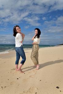 宮古島/ビーチでポートレート撮影の写真素材 [FYI02919988]