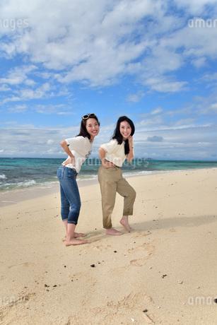 宮古島/ビーチでポートレート撮影の写真素材 [FYI02919990]