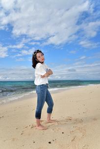 宮古島/ビーチでポートレート撮影の写真素材 [FYI02919995]
