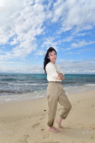 宮古島/ビーチでポートレート撮影の写真素材 [FYI02919999]