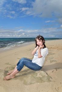 宮古島/ビーチでポートレート撮影の写真素材 [FYI02920016]