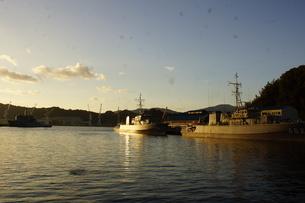 夕暮れの舞鶴の町並み(舞鶴港)の写真素材 [FYI02920040]