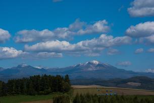 初冠雪の高い山 大雪山の写真素材 [FYI02920048]