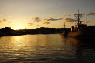 夕暮れの舞鶴の町並み(舞鶴港)の写真素材 [FYI02922091]