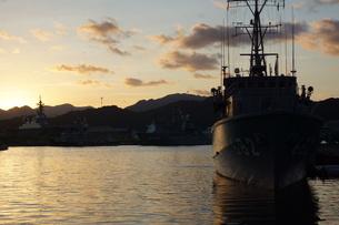 夕暮れの舞鶴の町並み(舞鶴港)の写真素材 [FYI02922095]